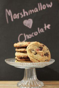 KakkuKatri: Marshmallow Chocolate Chip Cookies - Vaahtokarkeilla jäi kokeilematta, mutta toimii ainakin hasselpähkinän ja appelsiininkuoren kanssa!