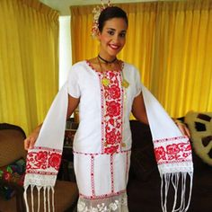 Sobre la Pollera. Sobre el nombre como vestido de la cintura hacia abajo con muchos recogidos, pliegues y vuelos, son faldas muy amplias.