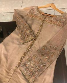 Best 12 56 Best Ideas for wedding dresses chiffon slit – SkillOfKing. Pakistani Fashion Party Wear, Pakistani Formal Dresses, Pakistani Wedding Outfits, Pakistani Dress Design, Kurta Designs Women, Blouse Designs, Indian Designer Outfits, Indian Outfits, Red Lehenga