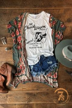 Haute On The Ranch: An Ode to Spring [Style]! – Savannah Sevens Western Chic Western Chic, Western Wear, Western Dresses, Western Style Clothing, Cowgirl Clothing, Country Chic Outfits, Looks Country, Cowgirl Outfits, Cowgirl Fashion