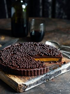A decadent but surprisingly easy-to-make dessert for the long weekend: Chilli Chocolate and Caramel Tart Easy To Make Desserts, Just Desserts, Delicious Desserts, Yummy Food, Tart Recipes, Sweet Recipes, Dessert Recipes, Cooking Recipes, Chocolate Caramel Tart