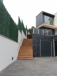 Vista del exterior de la entrada a un proyecto de www.construccionsf60.com
