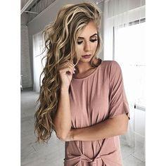 Best Ideas For Makeup Tutorials : makeup hair blonde hair bold lip eyeshadow vivian makeup artist wavy hair Curled Hairstyles, Cool Hairstyles, Hairstyle Ideas, Summer Hairstyles, Latest Hairstyles, Formal Hairstyles, Perfect Hairstyle, Fashion Hairstyles, Men's Hairstyle