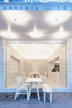 Restaurant design concept in Mexico with graphic pattern in blue and white of azulejos decor - ITALIANBARK interiordesignblog