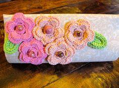 Carteira Rose com flores em crochê
