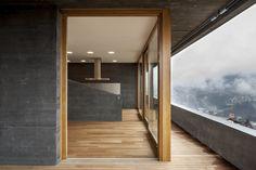 Gallery of Black Concrete: How Attilio Panzeri Creates Contrast with a Specialized Recipe - 5