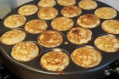 Old Dutch Poffertjes by DianaBoskma Gourmet Recipes, Healthy Recipes, Kneading Dough, Snacks Für Party, Smart Kitchen, Griddle Pan, Food Print, Risotto, A Food