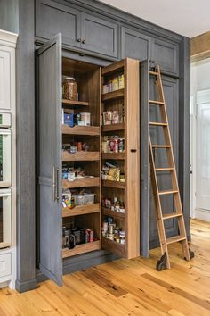 Classic Cabinets Pantry shelving is also popular in the kitchen. Classic Cabinets Pantry shelving is Farmhouse Kitchen Decor, Home Decor Kitchen, Kitchen Interior, New Kitchen, Home Kitchens, Decorating Kitchen, Country Kitchen, Best Kitchen Layout, Country Cooking