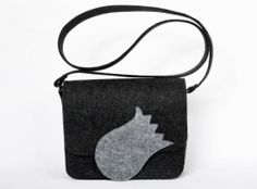 Another grey tulip... but a little bit different. Felt bag