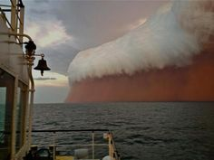 nu.nl | Red Dust cloud moving towards Onlsow, Western-Australia.