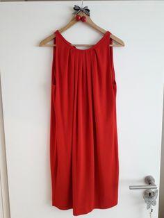329fb410f02 Robe Mango - Robe Mango sans manches Rouge vif Tissu fluide doublé de belle  qualité Se