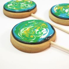 Of all the Earth Day dessert recipes out there, these Earth Day Cookie Pops are some of our favorites. We love how pretty the swirled icing looks on these edible Earth Day crafts, and we also love that they're completely consumable. Cookie Pops, Earth Day Crafts, Earth Day Activities, Love The Earth, Happy Earth, Royal Icing, Cookie Decorating, Cookie Recipes, Cookie Ideas