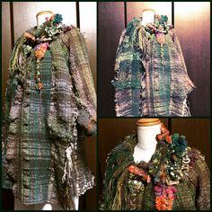 先日の  ワカメのような 布をお仕立て 襟が印象的になりました ✨ #さをり織り #saoriweaving  #手織り  #akiko24  #わけ織り #ハーフコート