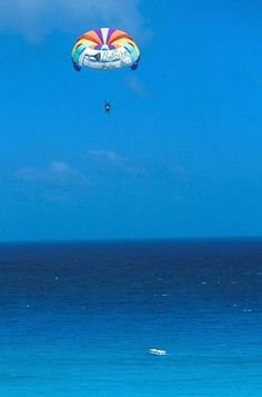 Now this really is an ocean view.. parasailing, ocean, blue, pretty, sky, deep-blue, color, beach, summer, sea