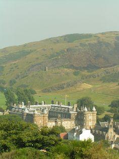 Datei:Holyrood Palace Edinburgh.jpg                              …