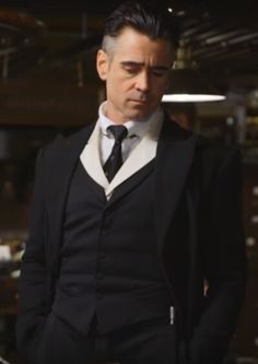 #FrightNight2011   Colin Farrell(Jerry),I don't have a crush on him but wow..he looks incredibly hot in this photo! - The wolf that kills
