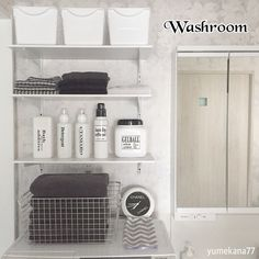 ミニマリストが買ってよかった☆10のアイテム | RoomClip mag | 暮らしとインテリアのwebマガジン Washroom, Bathroom Medicine Cabinet, Chanel, Interior, Nitori, Home Decor, Asian Style, Balcony, Laundry