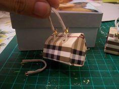 """Voy a intentar mostrales el """"interior"""" del bolso que hice. Use unos monederitos queencontréen un bazar de chucherías, el material es ..."""