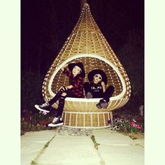 daraxxi | This trip's one and only two-shot!!! #CL #Dara #tagaytay