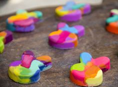 Make Your Own Easter Crayons // DIY Easter Bunny Crayons // Easter Craft for Kids