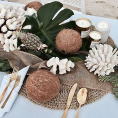 Coconut in Wedding Decor: All About This Tropical Touch Tropical Home Decor, Tropical Party, Tropical Furniture, Tropical Interior, Hawaii Wedding, Event Decor, Event Ideas, Wedding Table, Wedding Decorations