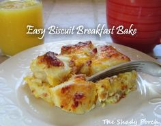 Easy Biscuit Breakfast Bake Cheesy Pull-Apart #breakfast #brunch #casserole #eggs