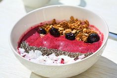 smoothie bowl summer breakfast with chia seeds and coconut