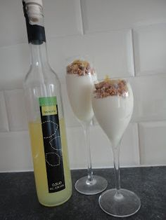 Cooked With Love: Mousse van Limoncello Mousse Dessert, Fancy Desserts, Delicious Desserts, Yummy Food, Limoncello, Dessert Cake Recipes, Snack Recipes, Dessert In A Jar, How To Make Drinks