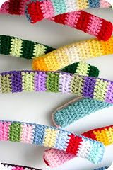 Crochet Coat Hangers better with thinner stripes or granny Knit Or Crochet, Crochet Gifts, Learn To Crochet, Coco Rose Diaries, Crochet Furniture, Knitting Patterns, Crochet Patterns, Crochet Ideas, Crochet Organizer