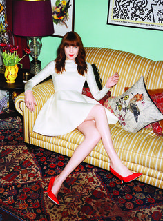 Florence + The Machine frontwoman Florence Welch and her South London house are featured in the latest issue of 'Vogue' magazine. Her house looks so cute! Louis Vuitton Dress, Florence The Machines, Dior Haute Couture, Lookbook, Elle Fanning, Hairstyles With Bangs, Bang Hairstyles, Hairstyle Ideas, Glamour