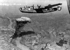 1944, aug 9, Hungary, Almásfüzitő, bombing the oil refinery, B-24 Liberator