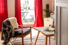 "A ""French meets West Coast"" Creative Berlin Apartment — International Video House Tour"