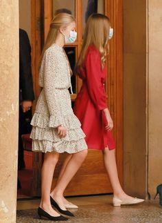 Leonor Princess Of Asturias, Princess Of Spain, Estilo Real, Spanish Royal Family, Queen Letizia, Royal Weddings, Royal Fashion, Dress Collection, Stylish Outfits
