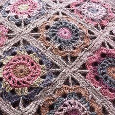 Testing, testing 123... #hekla #crochet #igcrochet #flowerinsquare #instacrochet #crochetlove   von Alicebyday