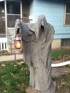 46 Charming and Eerie DIY Outdoor Halloween Decorations That Are Spooky But Are Downright Creative As Well Crawly Dead Person Holding Lantern Halloween Prop, Casa Halloween, Halloween Graveyard, Halloween Party Supplies, Holidays Halloween, Halloween Crafts, Halloween Forum, Outside Halloween Decorations, Halloween Outside
