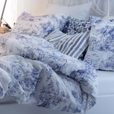 toile and stripes---We're a bunch of softies. It's the soft, fluffy textiles that make a place your own – with a rug in your favorite color or curtains you've sewn yourself. Blue Bedroom, Bedroom Decor, Ikea Duvet, Comforter Cover, Blue Comforter, White Cottage, White Decor, Home Decor Furniture, New Room