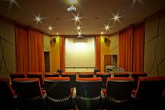 Top 70 Best Home Theater Seating Ideas - Movie Room Designs Home Theater Room Design, Home Cinema Room, Best Home Theater, Home Theater Rooms, Home Theater Seating, Basement Bar Designs, Home Bar Designs, Basement Ideas, Media Room Seating