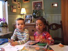 Diversiteit op vlak van huiskleur en cultuur: Dit is een (oude) foto van toen ik nog in Zweden woonde, mijn mama had toen een vriendin die een donkere huidskleur had haar kinderen waren mijn vrienden. Er was een verschil in huidskleur en cultuur(ze kwamen uit Amerika).