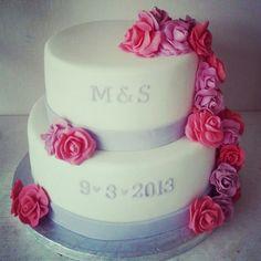 Engagement cake   www.facebook.com/loutjestaarten