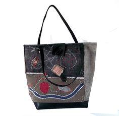 sac cabas brodé en jean gris aux motifs abstraits : Sacs à main par yza-dora