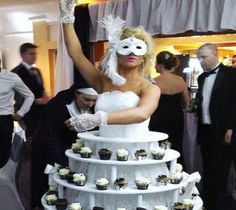 Venetian and masquerade theme entertainment ideas. inspiration for masked ball entertainment. Events Uk, Masquerade Theme, Diy Centerpieces, Quinceanera Centerpieces, Wonderful Pistachios, Creative Kids Snacks, Healthy Filling Snacks, Gala Dinner, Bedtime Snacks