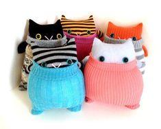 Little Orange SockKitty 'Ginger' grey striped von theRemakerie Sock Crafts, Sock Snowman Craft, Diy Cat Toys, Sock Dolls, Rag Dolls, Sock Animals, Clay Animals, Cat Sweaters, Patterned Socks