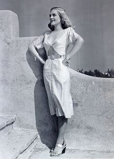 born Emma Matzo in Scranton, Pennsylvania, in Lizabeth Scott was determined to break into show business at an early age. Hollywood Fashion, Classic Hollywood, Lizabeth Scott, Music Theater, Theatre, Veronica Lake, Earth Goddess, Perfect Woman, Celebrity Feet