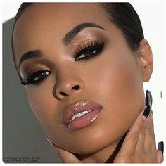 Top!!!!! Pele bem feita✌Olhos contornados em tom escuro + pálpebras móvel e fixa iluminadas! Nos lábios: gloss! ✨ #makeup #maquiagem #beauty #beleza #eyes #eyeshadow #gloss #glamour #gorgeous #make #glam #beaute #beautiful #blog #estilomali
