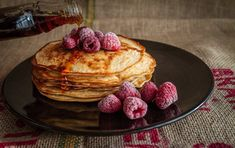 I don't need an excuse like Pancake Tuesday to make pancakes, because I love them all year round. Here's a really easy pancake recipe for you to enjoy too. Fast Dessert Recipes, Healthy Eating Recipes, Healthy Desserts, Sweet Recipes, Keto Recipes, Healthy Fudge, Pancake Recipes, Weight Watchers Pancakes, Raspberries