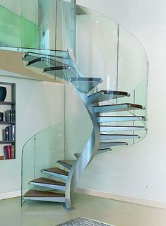 32 Awesome Modern Glass Railings Design Ideas For Stairs Staircase Metal, Stair Railing, Spiral Staircases, Railing Design, Staircase Design, Interior Stairs, Interior Design Living Room, Architecture Renovation, Steel Stairs