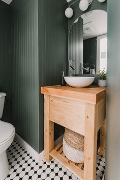 small space vanity done in day?! Heck yes! Click thru for full plans Rustic Vanity, Wood Vanity, Home Decor Hacks, Diy Home Decor, Decor Ideas, Modern Kids Bedroom, Blogger Home, Diy Vanity, Minimal Decor