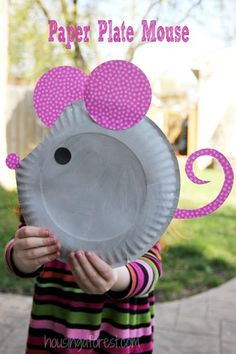 DIY Ideas for Kids To Make This Summer - Paper Plate Mouse - Fun Crafts and Cool Projects for Boys and Girls To Make at Home - Easy and Cheap Do It Yourself Project Ideas With Paint, Glue, Paper, Glitter, Chalk and Things You Can Find Around The House - C Mouse Crafts, Summer Crafts For Kids, Daycare Crafts, Crafts For Kids To Make, Easy Crafts For Kids, Toddler Crafts, Preschool Crafts, Projects For Kids, Fun Crafts