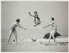 Wonderful photos of fun at the beach! Atlantic City beach, c. Source Exercise on the beach. with dachshund! Patellar Tendonitis Exercises, Weird Vintage, Vintage Swim, Attitude Is Everything, Portrait Photo, Make Money Blogging, Healthy Weight Loss, Family History, How To Lose Weight Fast