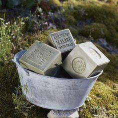 El tradicional jabón de Marsella fabricado en la provenza francesa por Marius…